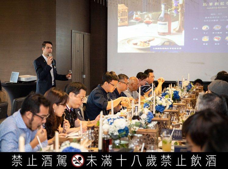餐酒會上,由品牌大使Brieuc Torck帶領參與者領受干邑的風味奧秘。圖 /...