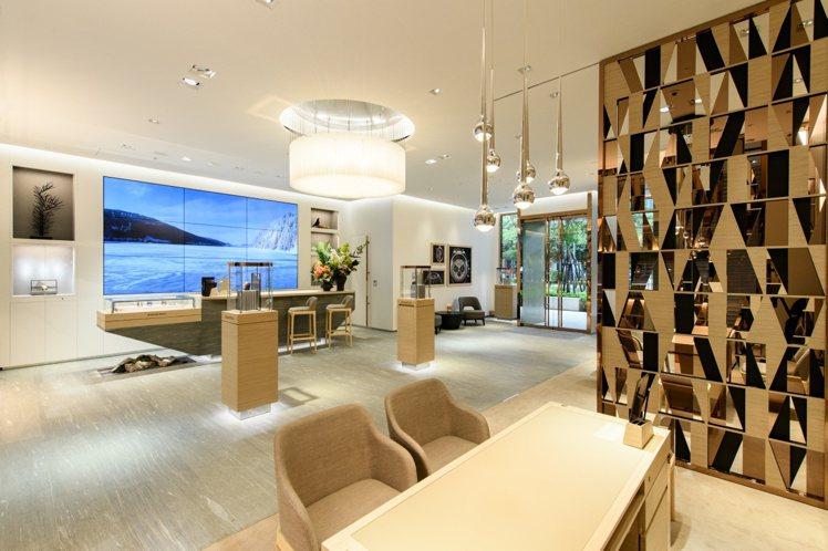 一、二樓佔地約70多坪的愛彼遠百信義A13專賣店,運用建材高比例從表廠所在地的汝...