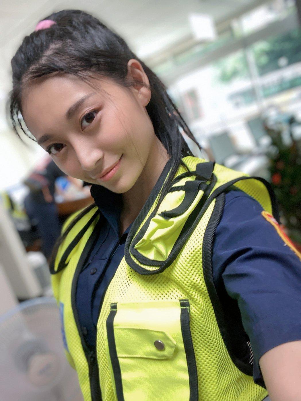 祈錦鈅再度化身「最美警花」推出網綜「警鈅來了」。圖/固力狗提供