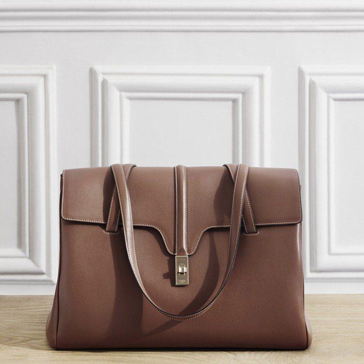 Soft 16焦糖棕色小牛皮大型肩背包,99,000元。圖/CELINE BY ...