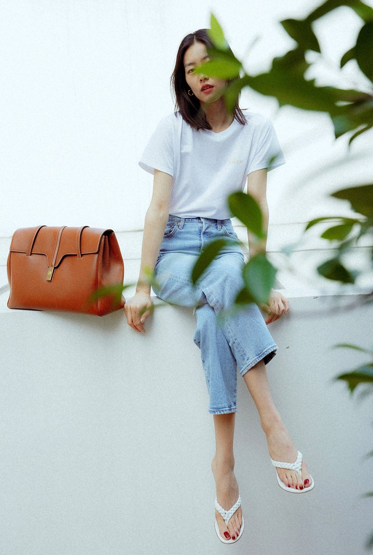 劉雯以飄渺的意境詮釋最新的Soft 16手袋。圖/CELINE BY HEDI ...