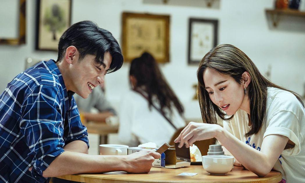 張鈞甯(右)、王柏傑在「未來清單」中飾演一對好友。圖/PChome線上購物提供