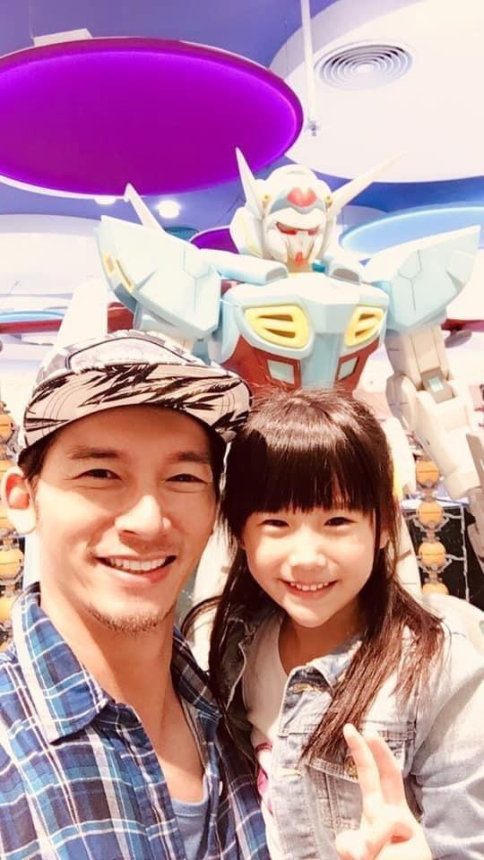 溫昇豪是標準女兒控,女兒也愛黏他。圖/摘自臉書