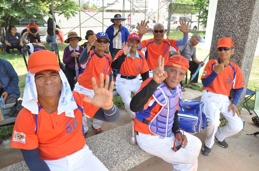 來自山地門部落的大社穿山甲隊,球員因為打球變健康也變開朗了。圖/弘道基金會提供