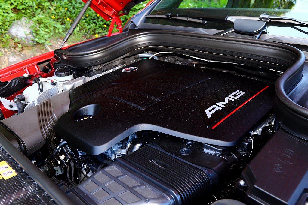 嶄新性能家族AMG 53車系,採用全新開發3.0L直列六缸渦輪汽油引擎,並搭配E...