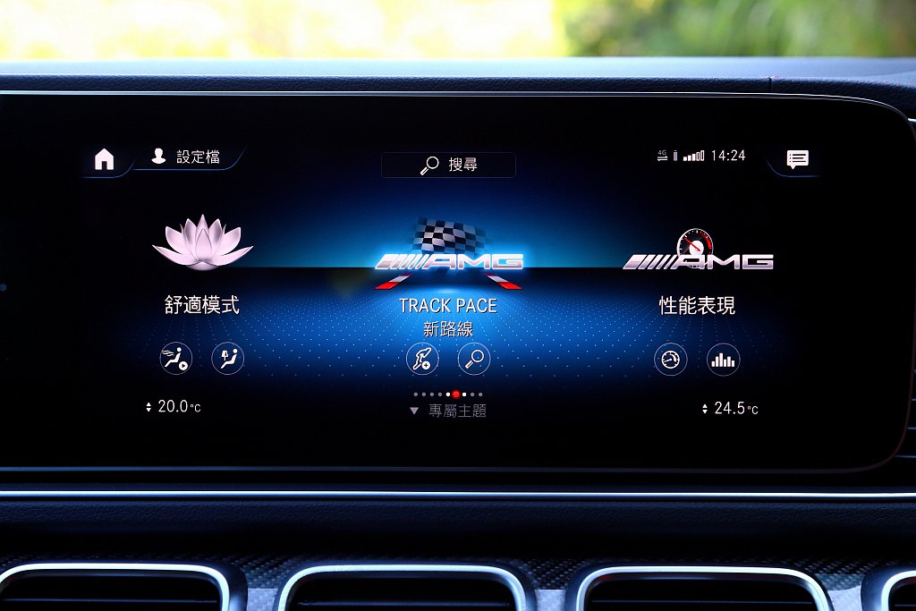 AMG車型才有的Track Pace(適用於賽道)、性能表現等選單,可用來記錄時...