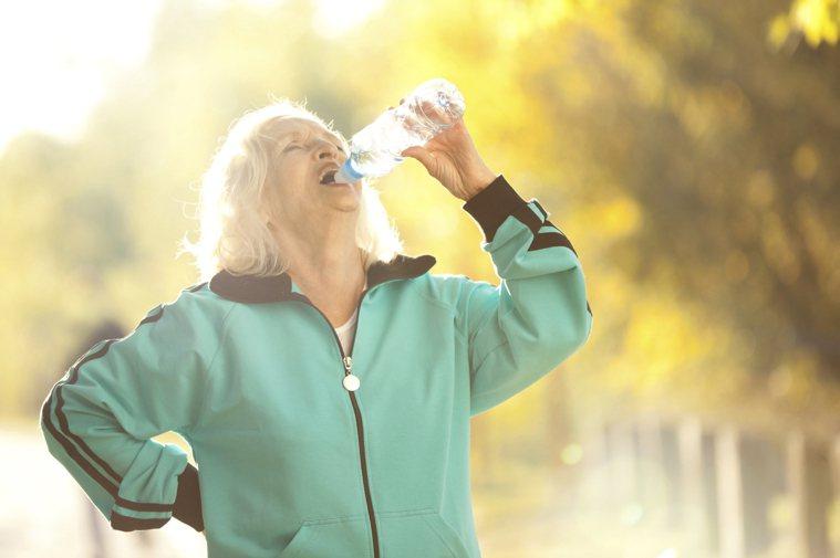 多喝水有益身體健康。圖/ingimage