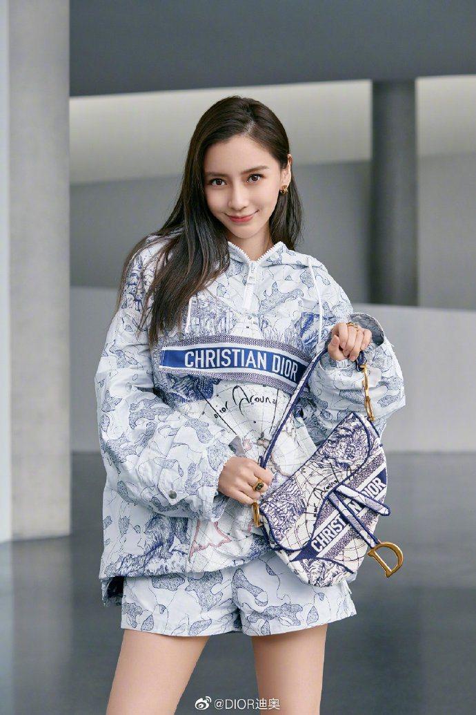 Angelababy詮釋DIOR環遊世界藝術圖騰Saddle刺繡帆布馬鞍包,12...