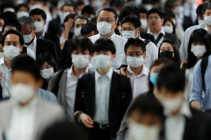 109年指考目前公布試題的8科中,有6科將疫情入題,最新出爐的歷史科,使用2篇歐洲瘟疫史資料,帶考生回顧古代的檢疫制度。路透