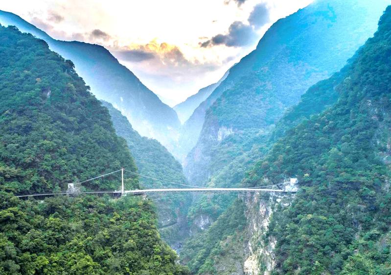 有網友好奇「台灣可以稱上世界級景點有哪些?」圖為太魯閣國家公園。圖/太管處提供