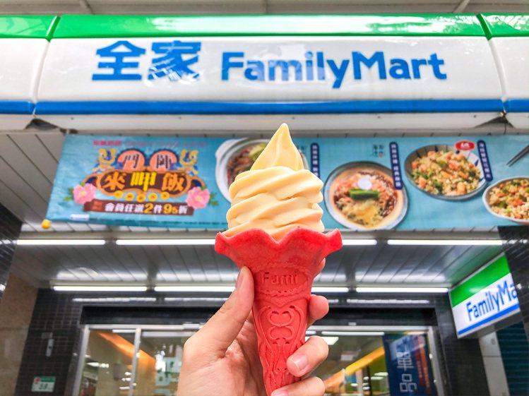 全家便利商店新推出「青森蘋果霜淇淋」,售價39元。圖/全家便利商店提供