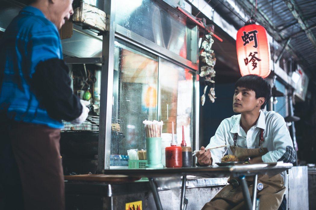 李冠毅在劇中狂嗑30個蚵嗲,吃盡苦頭。圖/華視提供