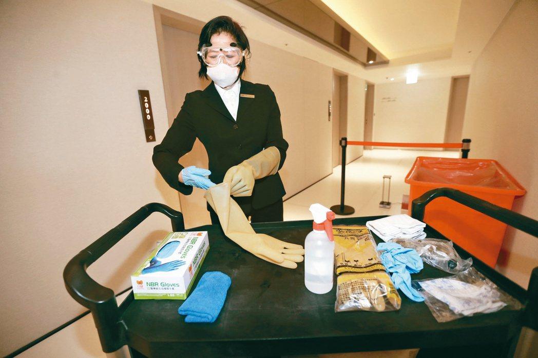 因應新冠肺炎疫情,台灣許多飯店將客房變防疫辦公室,搶攻異地上班商機。(本報系資料...