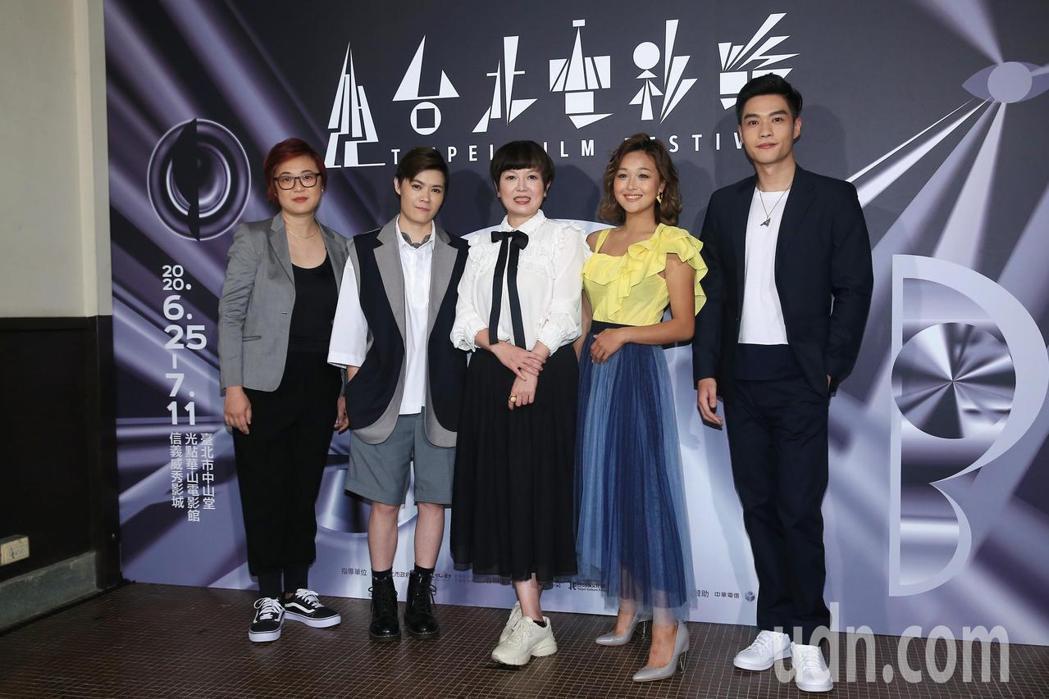 「迷走廣州」導演陸慧綿(左起)、葉寶雯、苗可麗、張雅玲、徐裕傑出席台北電影節首映