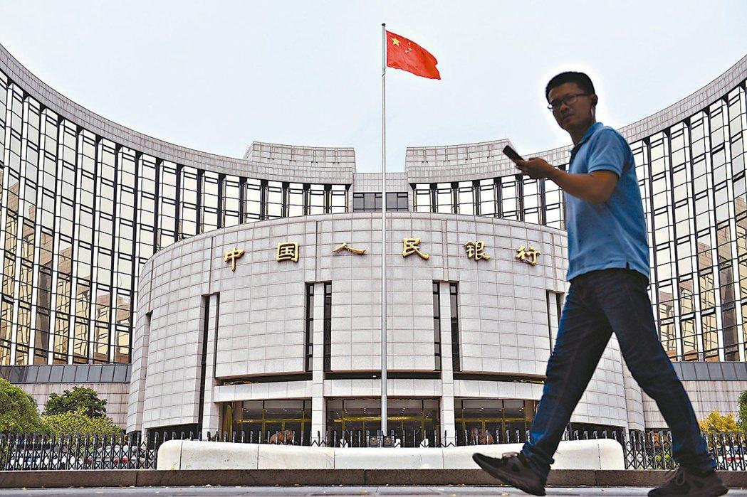 中國人民銀行調查報告,反應今年經濟將增速成長。(中新社)