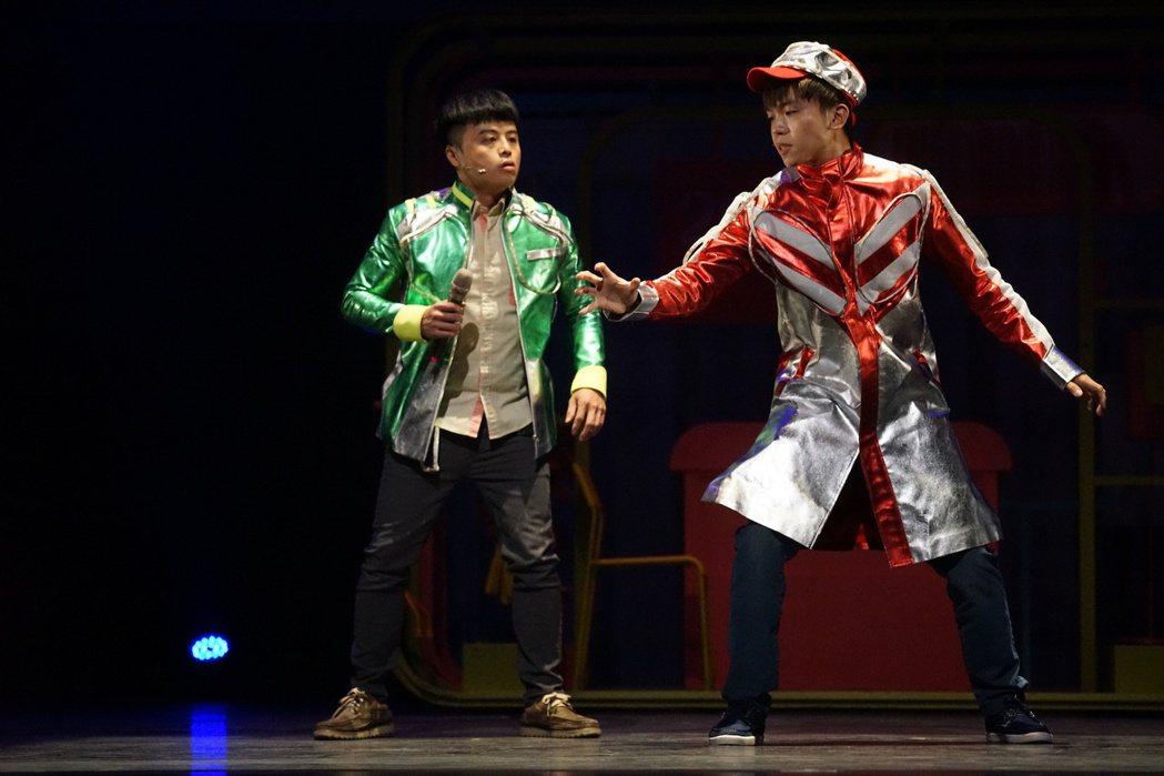 黃豪平(右)、錢君銜演出舞台劇「變身偵探」。圖/故事工廠提供
