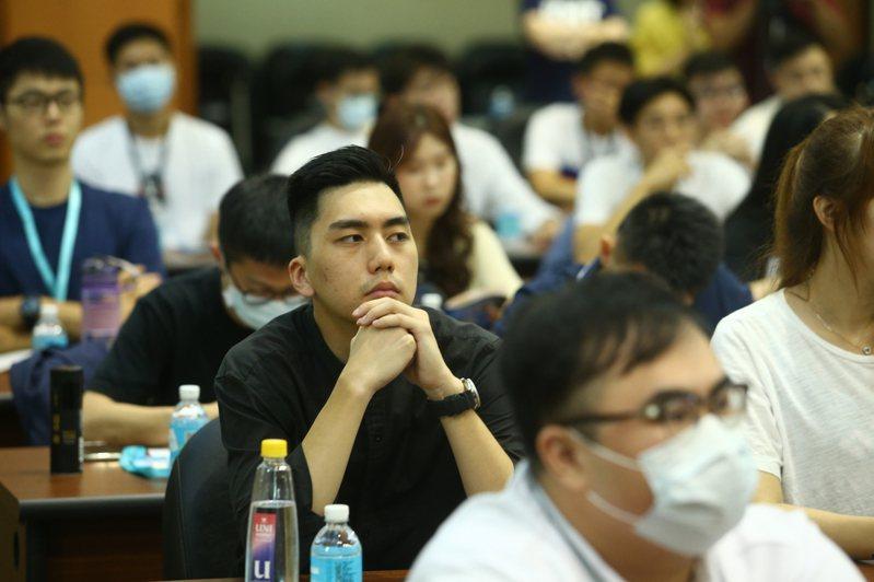 國民黨革實院昨舉辦「青年登入民主實踐營」,許多年輕人報名參加。記者葉信菉/攝影