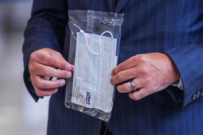根據調查,如果民眾普遍戴口罩,在10月1日前,美國因新冠病毒喪命的人數將至少可減少1萬7000人。歐新社