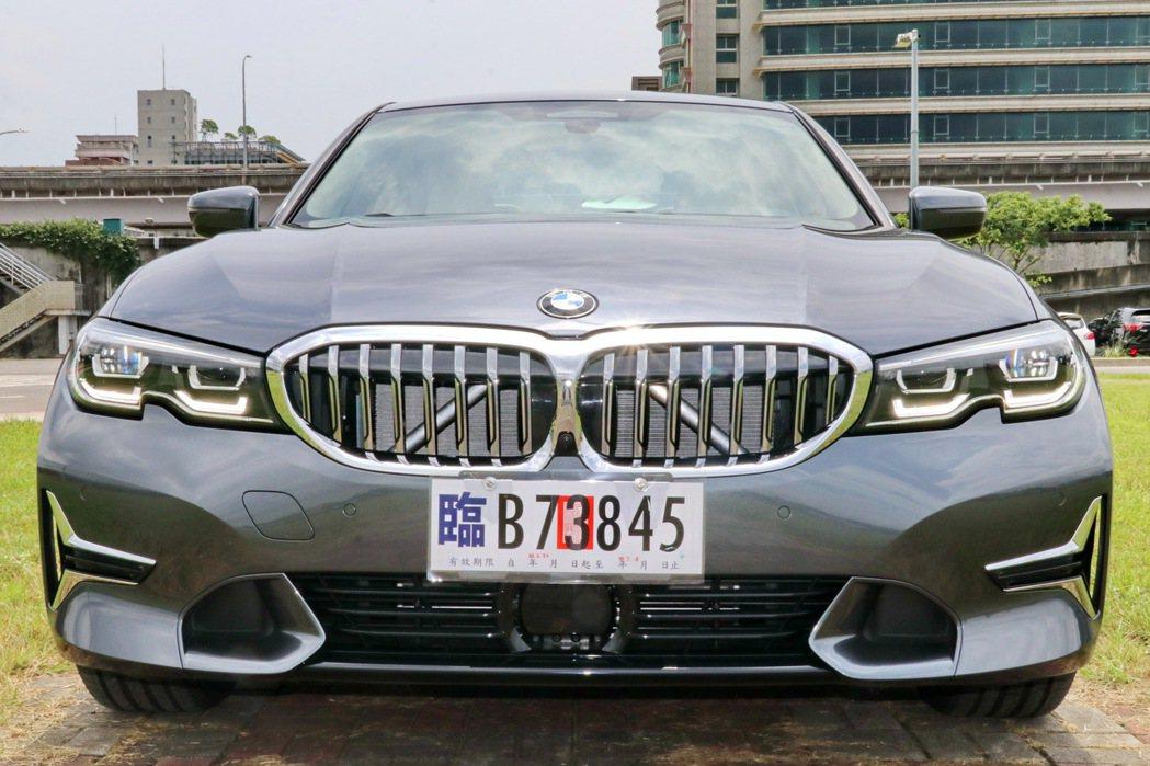 全新BMW 318i Luxury採用Luxury套件,讓原本的動感身形更具豪華...