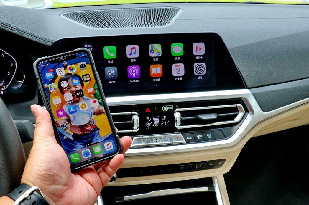 搭載很好用的無線Apple CarPlay功能。 記者陳威任/攝影