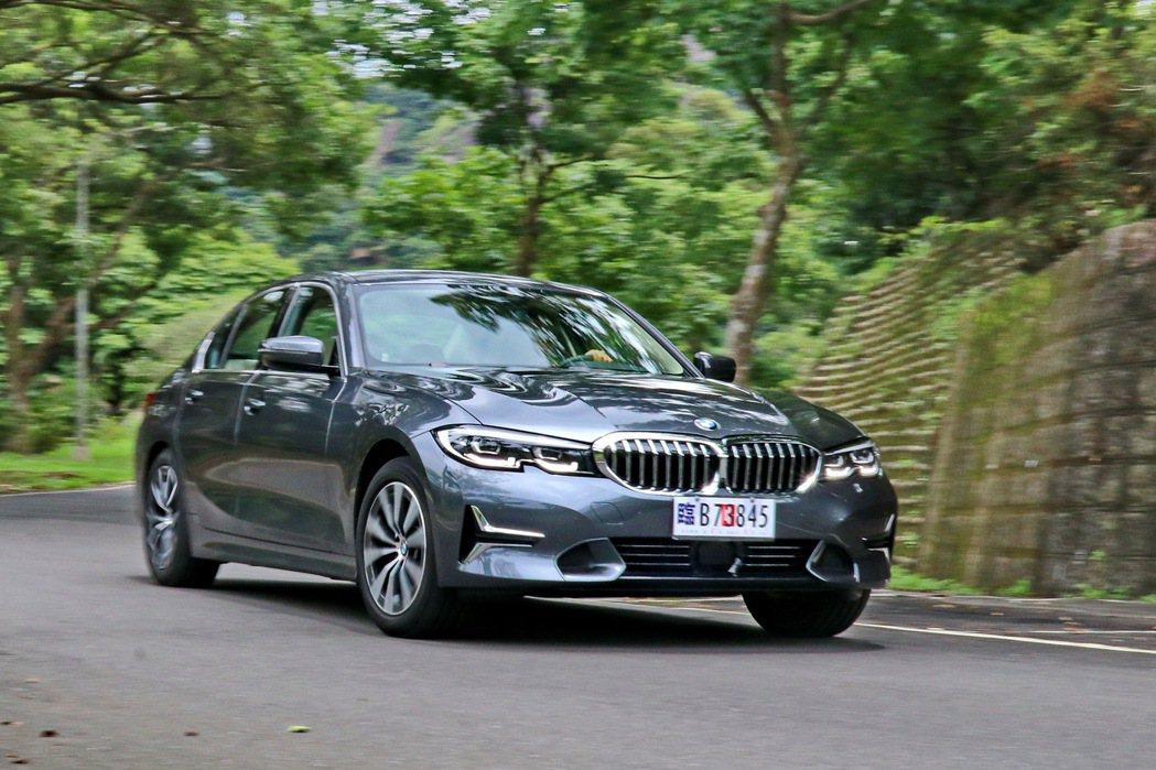 不論是優異的指向性、50:50均勻配重或是優異的路感回饋,都讓人感受到BMW的純...