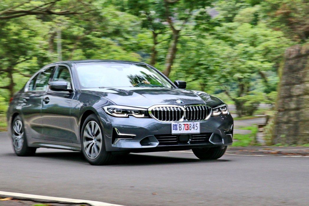 BMW 318i Luxury的輕量化帶來更靈巧的駕馭感受。 記者陳威任/攝影