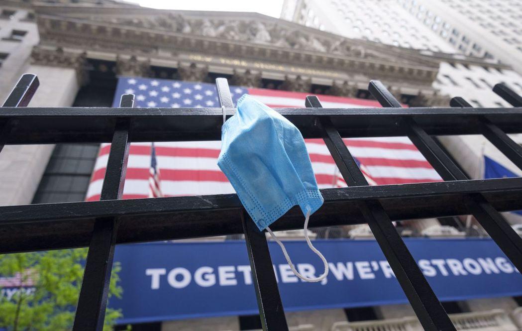 華爾街投資策略師表示,美國經濟和美股下半年展望,仍取決於新冠肺炎疫情的走向。歐新...