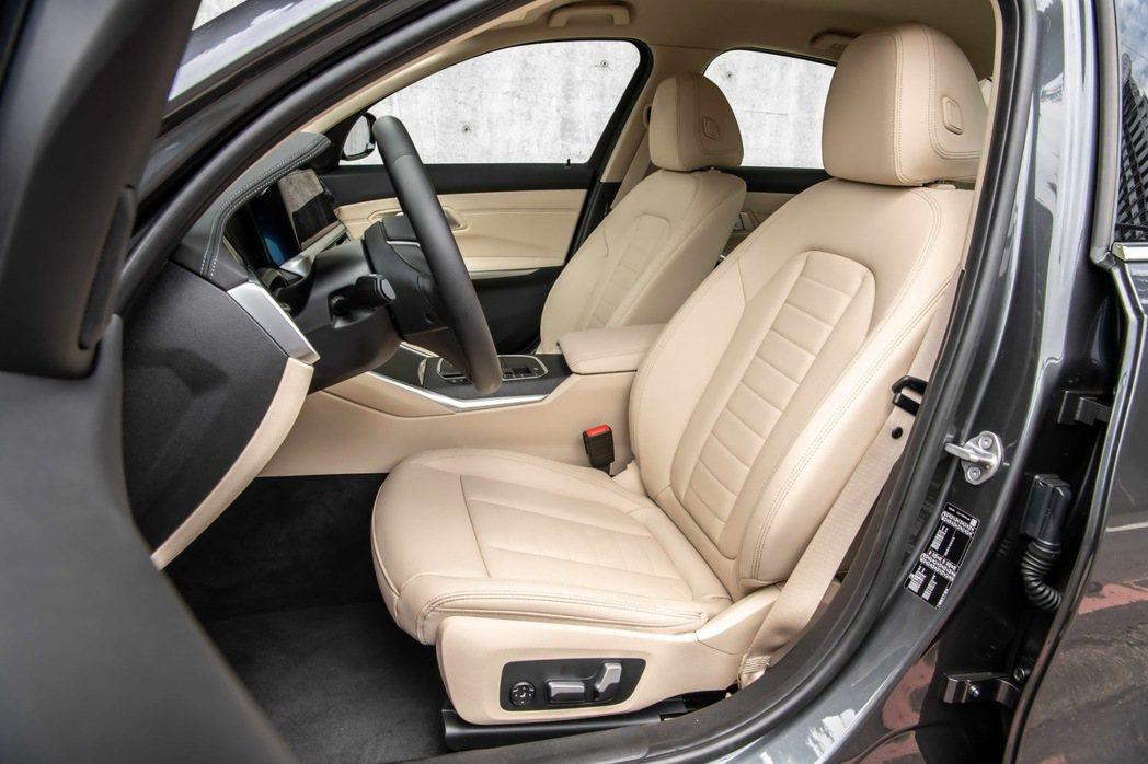 全新BMW 318i Luxury雙前座電動座椅(含電動腰靠)首度採用Verna...