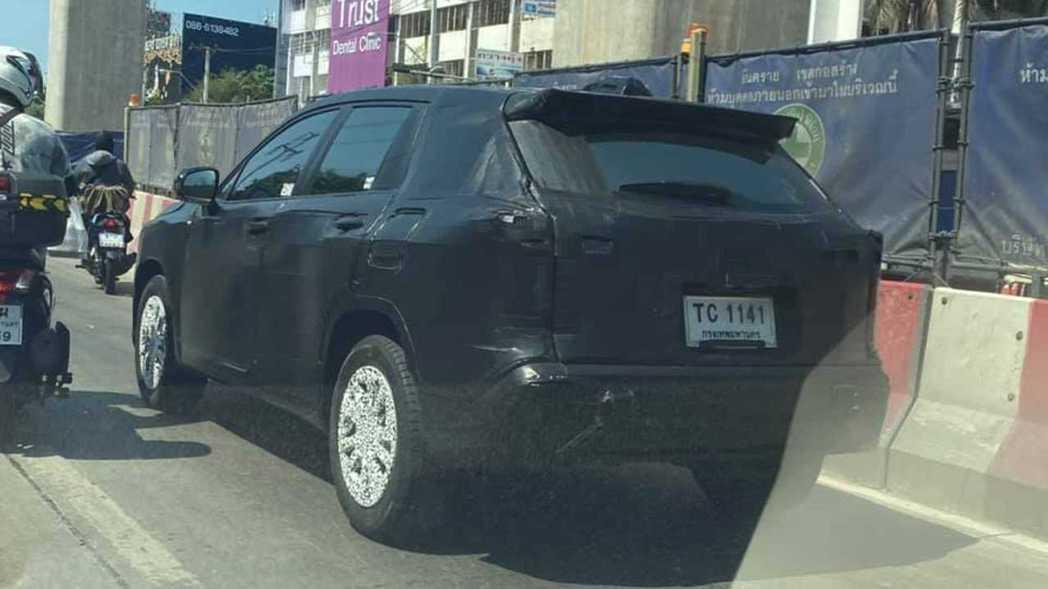 Corolla Cross泰國偽裝車。 摘自Motor1