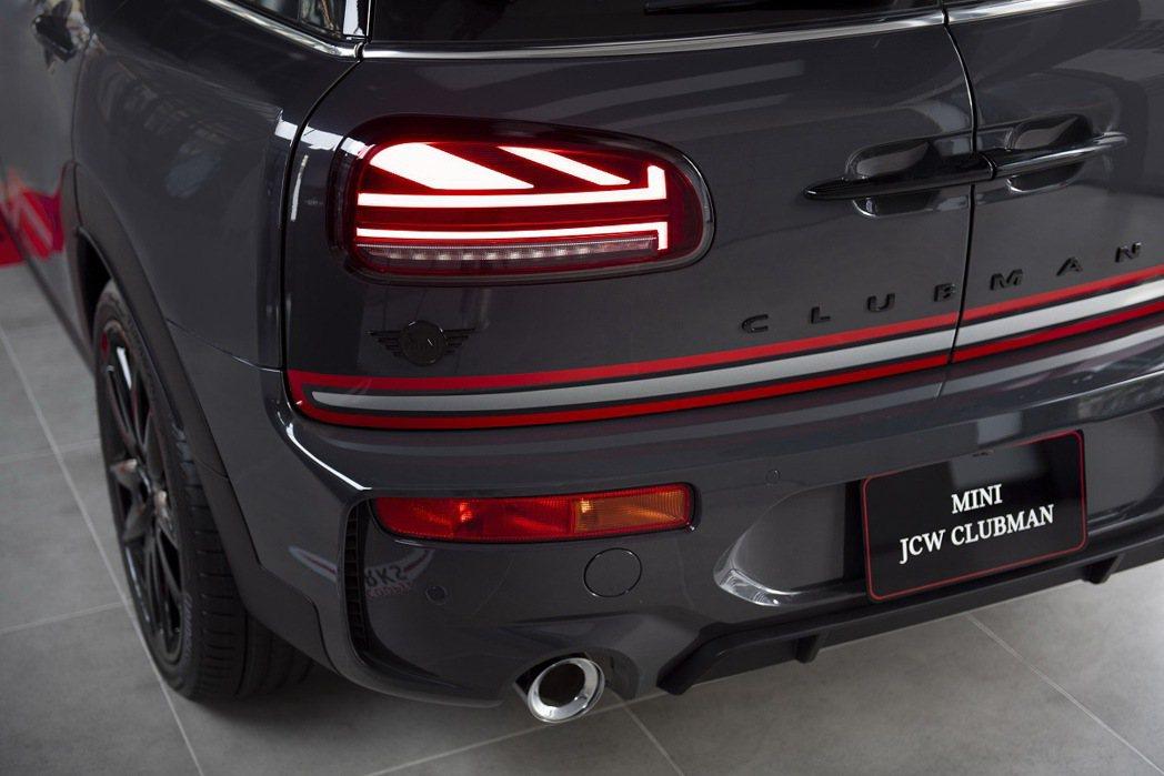 Piano Black黑色高光澤處理MINI Logo、Clubman車型銘版、...