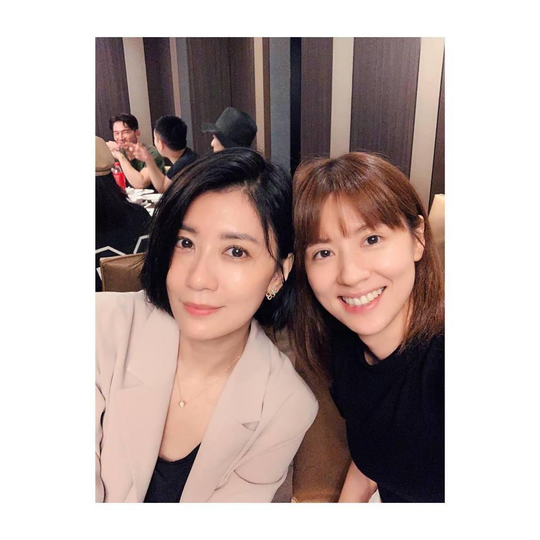 林予晞(右)曬出與賈靜雯合照。圖/摘自臉書