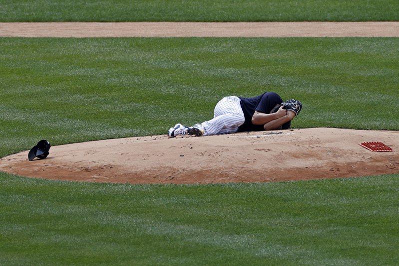田中將大遭強襲球擊中頭部受傷。美聯社