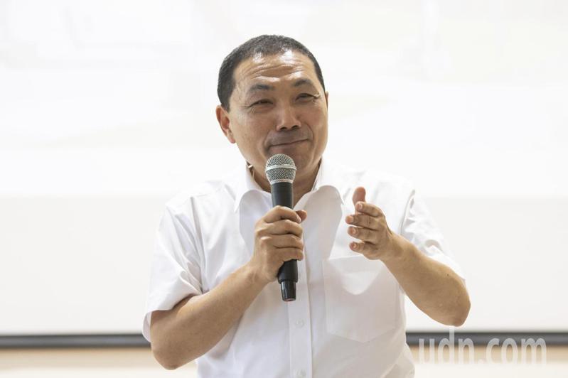 新北市長侯友宜今受訪表示,參選人尊稱對方是長輩、朋友,這都是禮貌性稱呼,他就給予尊重。記者王敏旭/攝影