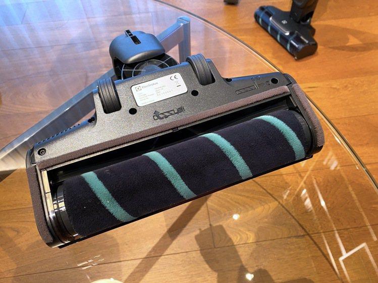 全新Power Pro拋光滾刷吸頭毛刷密度更高,使用更貼近地面,針對牆角邊、縫隙...