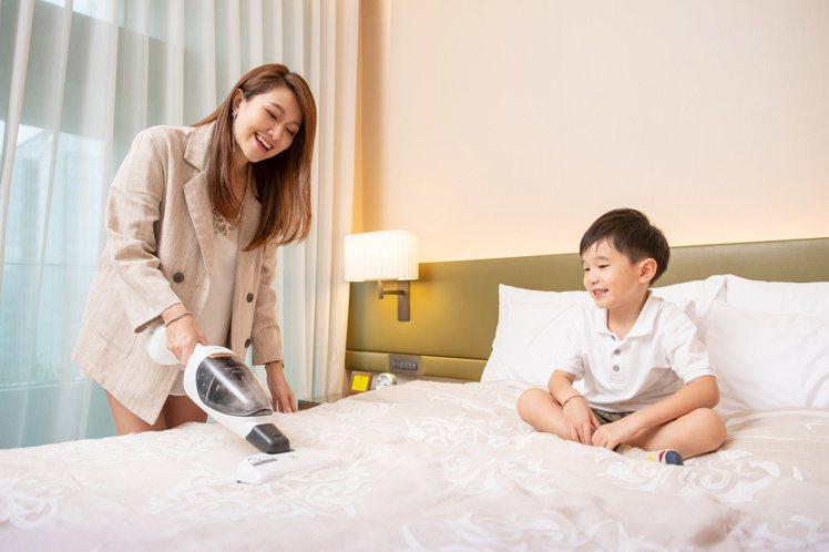 伊萊克斯PURE Q9-P主機可輕鬆切換手持,搭配UV床墊電動吸頭,輕鬆吸除床墊...