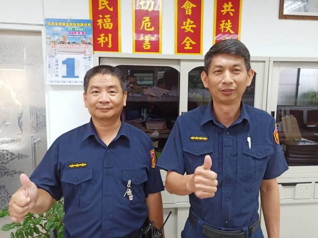 白河分局東原派出所副所長羅文錦(右)、警員簡鴻雄成功救人。記者謝進盛/翻攝