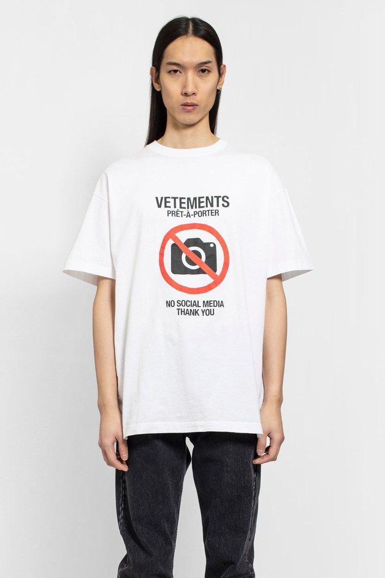 Vetements白色印禁止攝影T恤,18,200元。圖/團團選品提供