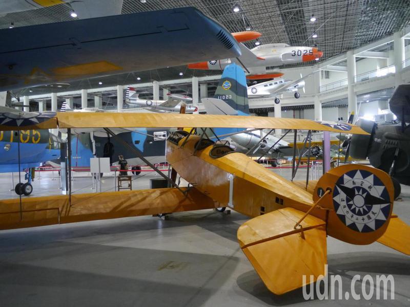 復刻版的「樂士文號」跟原型號飛機一樣大小,內裝機車馬達,所以飛機螺旋槳可以啟動。記者徐白櫻/攝影