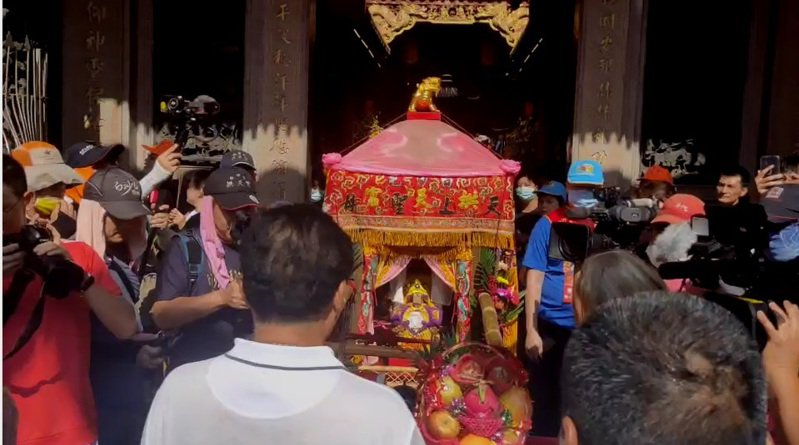 白沙屯拱天宮媽祖今天下午3時23分進入甲鎮瀾宮。圖/民眾提供