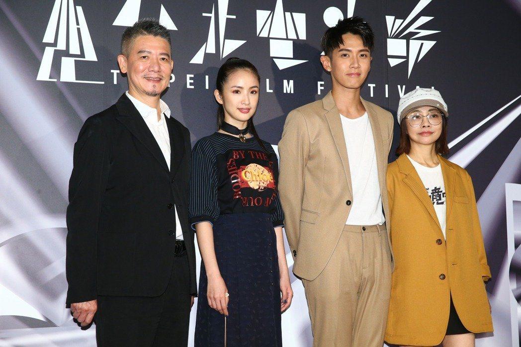 柯震東(右二)、林依晨(左二)、柴智屏(右一)、柯耀宗(左一)下午出席台北電影節