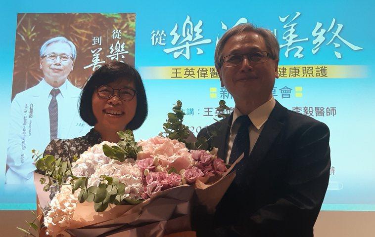 國健署副署長賈淑麗(左)、國健署署長王英偉。記者邱宜君/攝影