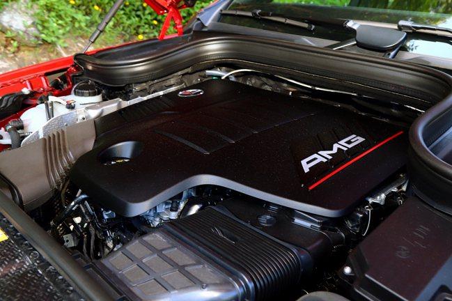 3.0L直列六缸渦輪引擎搭配EQ Boost 48V輕型複合動力系統,造就起步平...