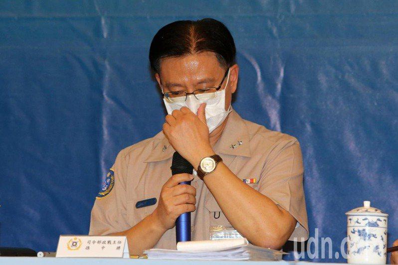 主持記者會的海軍司令部政戰主任孫常德中將在說明事件調查結果時,一度哽咽。記者胡經周/攝影