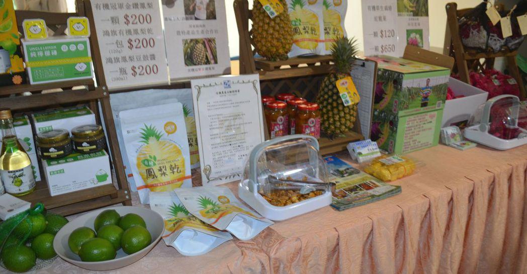 屏東縣3種精選水果,現蹤台南大遠百VIP廳。  陳慧明 攝影