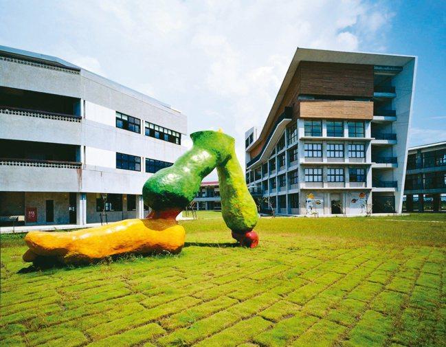 屏東國立屏北高中獲2006台灣建築獎及2007遠東建築獎。 圖/龔書章提供