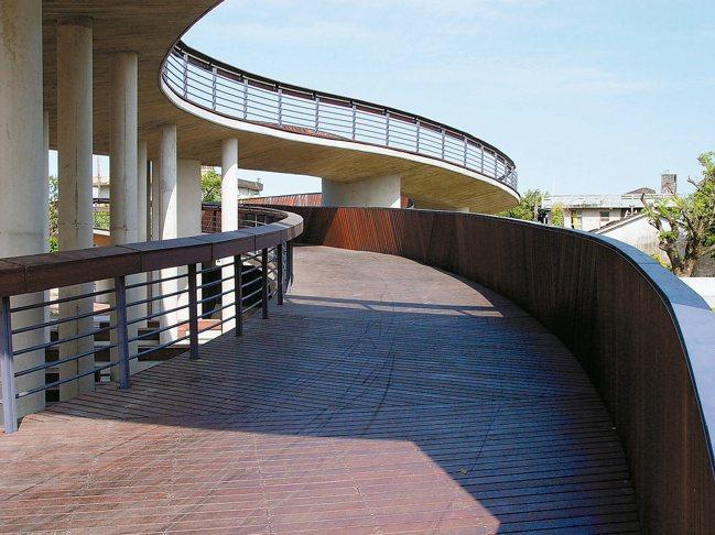 2003宜蘭「凱旋社區公園暨新福宮廣場」獲2003年遠東建築獎及2004年台灣建...