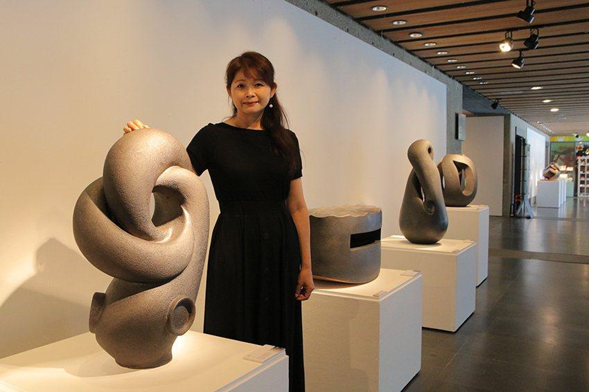 曾經是鍍金科技新貴近18年的賴羿廷,轉戰全職陶藝家,首次陶藝個展於陶博館展出至8...