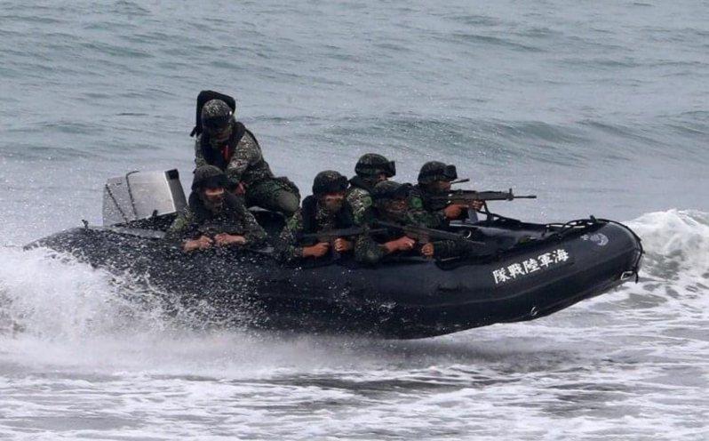 海軍陸戰隊操演發生橡皮艇翻覆意外,造成2名官兵殉職,圖為示意。圖/聯合報資料照
