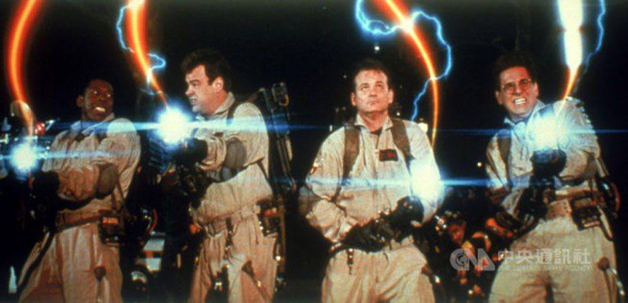 美國影史首部票房破億喜劇片「魔鬼剋星」,將以數位修復版重返大銀幕,讓觀眾能在戲院...