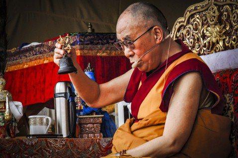 © 尹雯慧 2014年6月,達賴喇嘛在達蘭薩拉的圖博兒童村學校(Tibetan ...